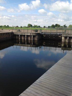 Water Rising sluice gate purfleet river kings lynn
