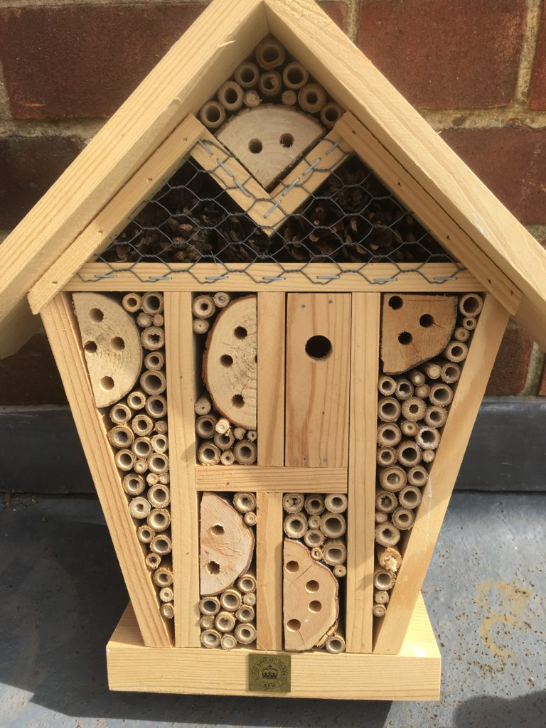 Creating insect-friendly corridors. A bee hotel
