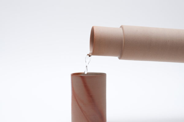 hiiro_carafe_pouring_water